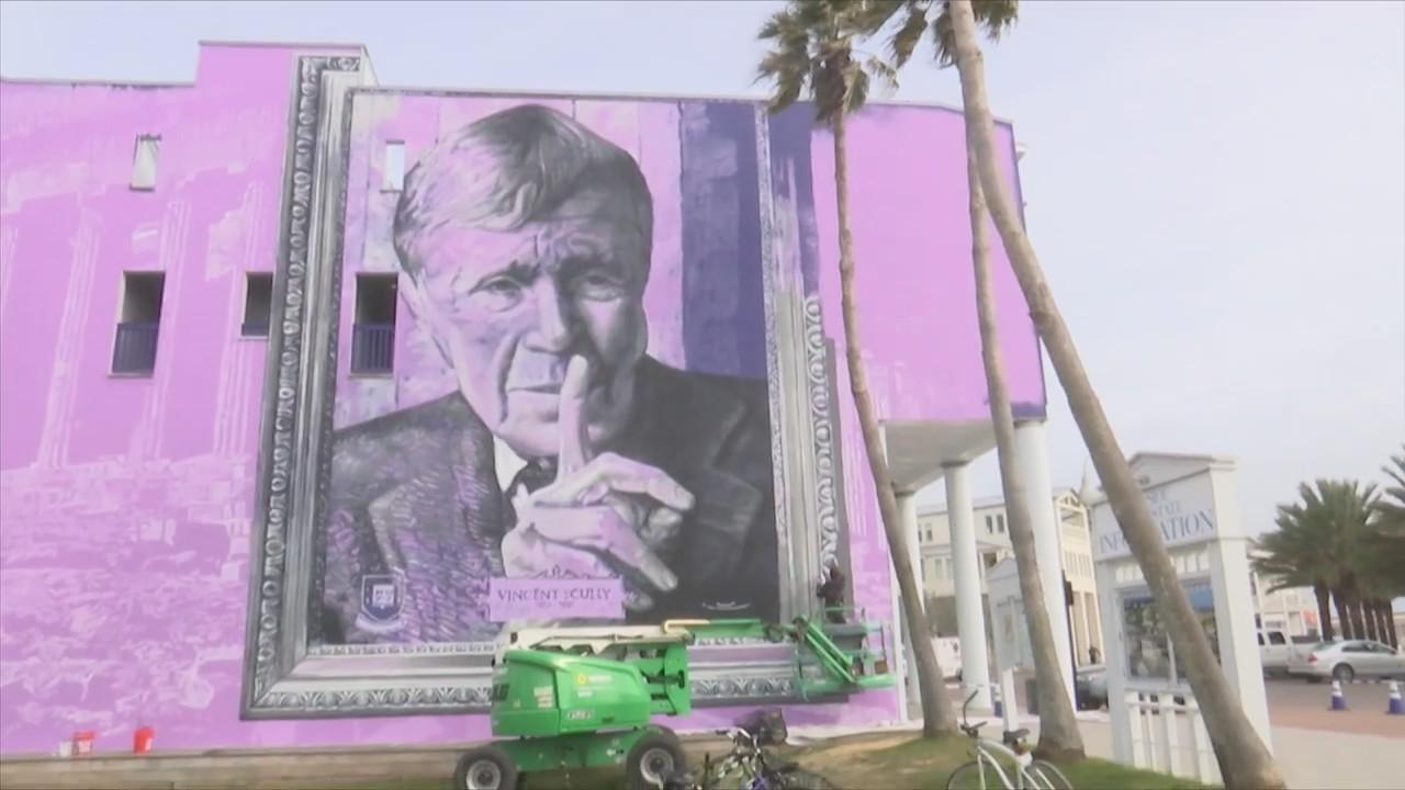 World-Renowned Street Artist Creates Tribute in Seaside
