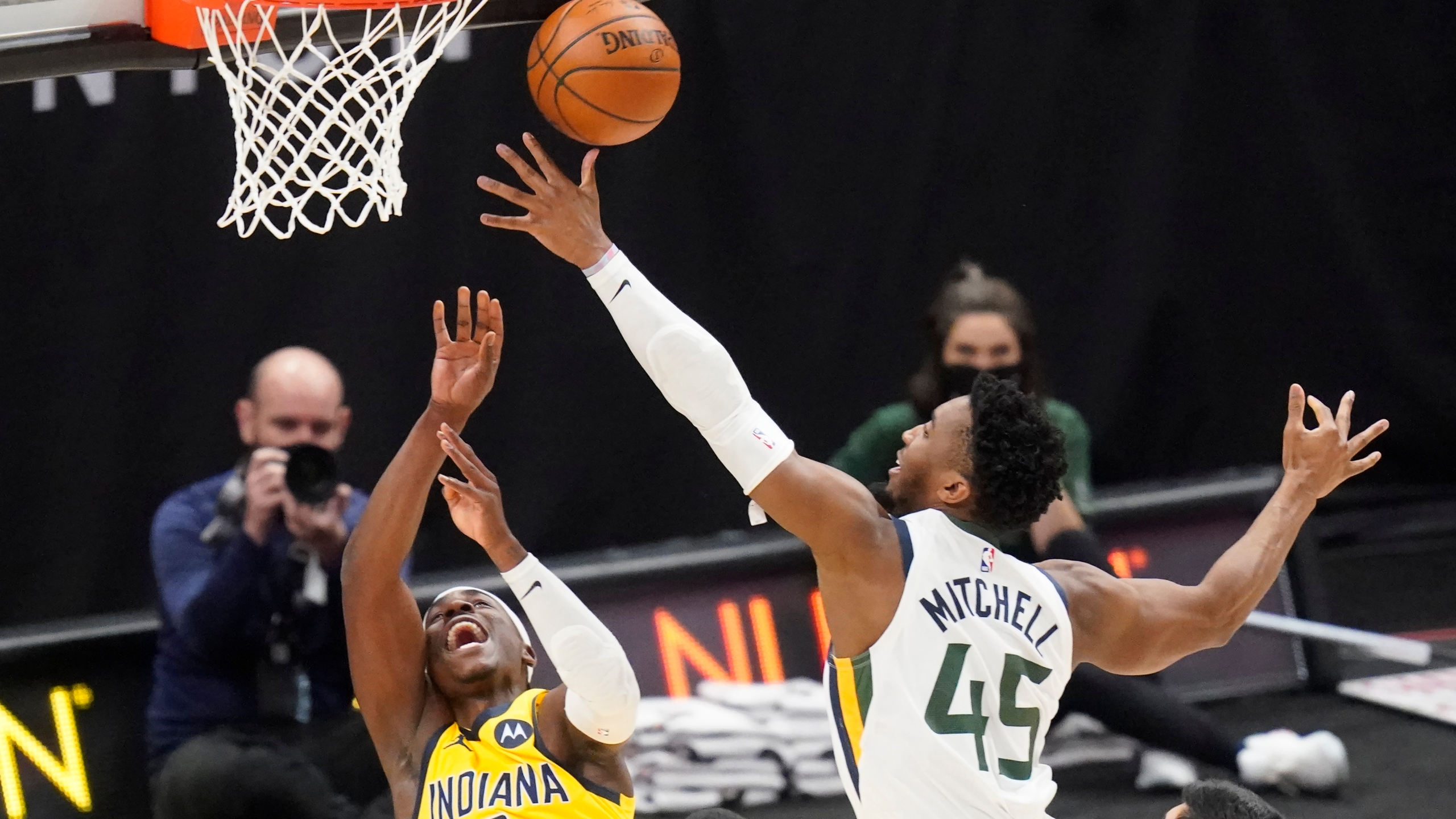 Donovan Mitchell, Aaron Holiday